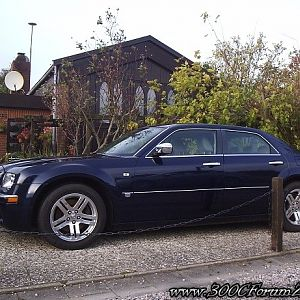 Chrysler 300C Hemi V8 in front of the gothic revival style cottage
