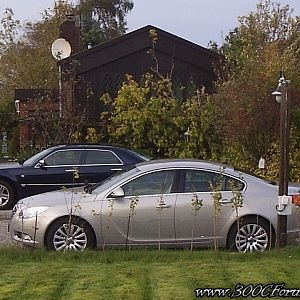 Chrysler 300C Hemi V8 and Opel Insignia CDTi Edition
