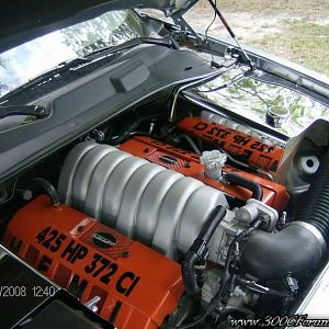 '06 SRT8 Engine Bay